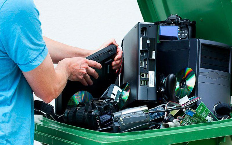 Come smaltire i rifiuti elettronici RAEE